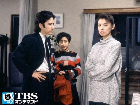 ドラマ内にて夫役と喧嘩中の演技をする篠ひろ子