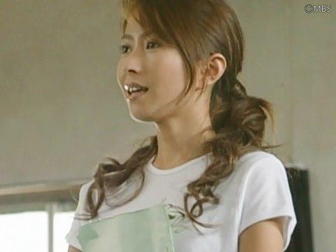 ブロンドヘアーの榎本加奈子さん