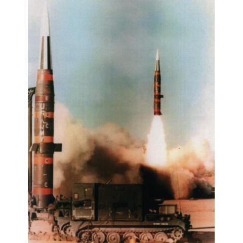 ミサイルと兵隊 資料映像
