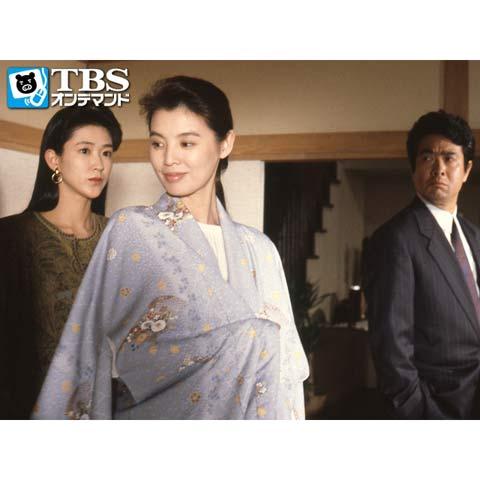 ドラマ内にて薄紫色の着物を羽織りほくそ笑む篠ひろ子